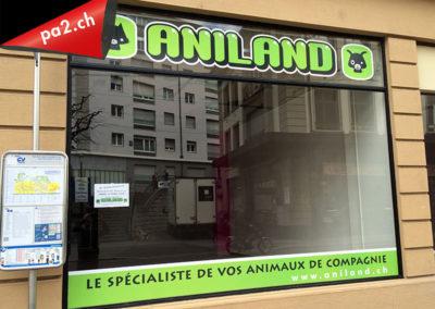 Vitrine recouverte d'autocollants imprimés découpés pour le magasin Aniland de Vevey. Réalisé par Pa2.ch